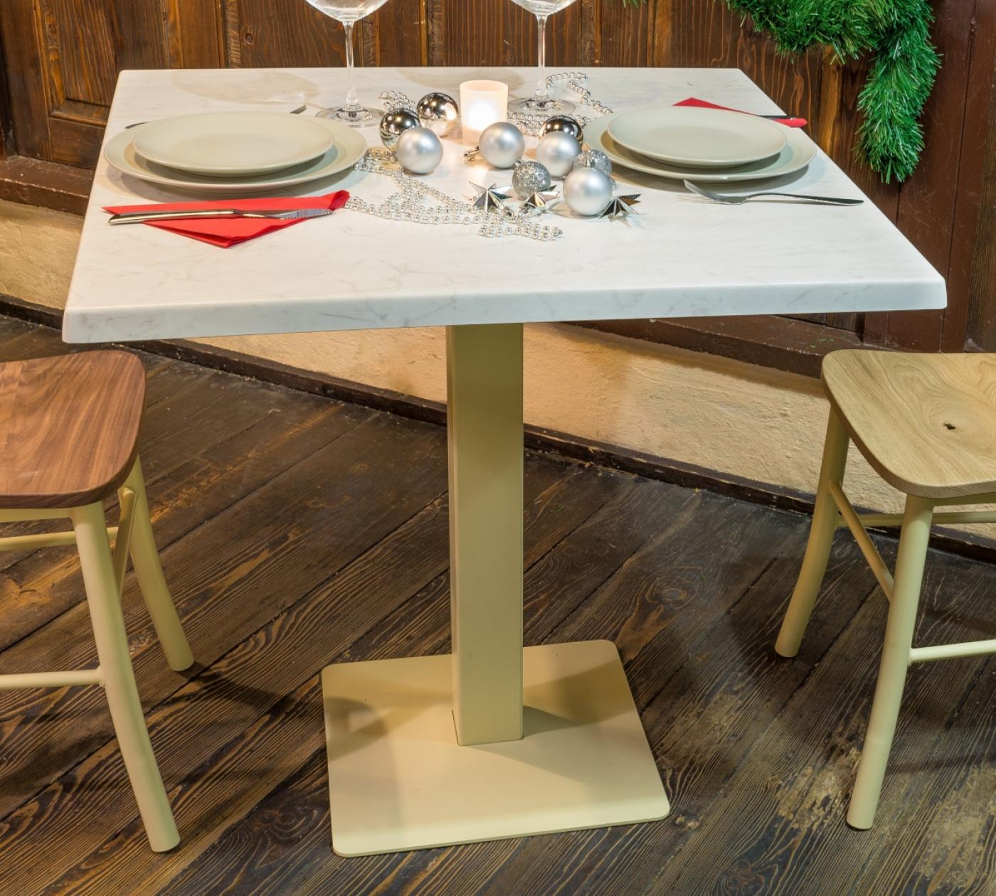 Kvadratna miza Retro